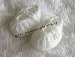 Crochet baby shoes - Daisy Shoes