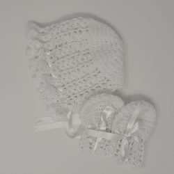 Call the Midwife White Bonnet and Mitts
